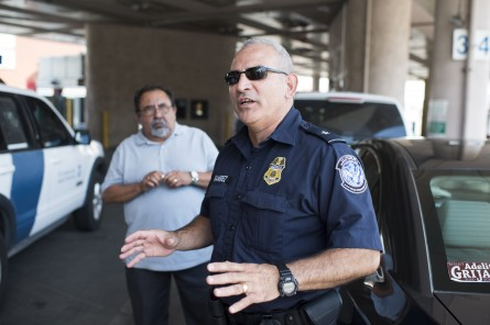 A customs agent at border security in Nogales, Ariz. (Bill ClarkCQ