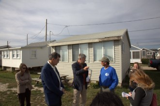 Manchin and Whitehouse discuss the effect of climate change on the coastline with cottage owner Kevin McCloskey at Roy Carpenter's Beach in Matunuck, R.I. (Niels Lesniewski/CQ Roll Call)