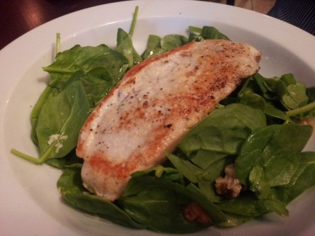 Spinach-walnut salad with chicken