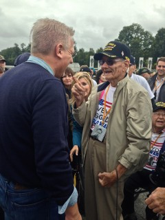 Glenn Beck greets a veteran from World War II. Photograph by Anna Giaritelli