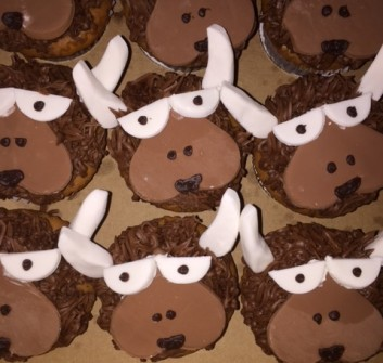bison cupcakes